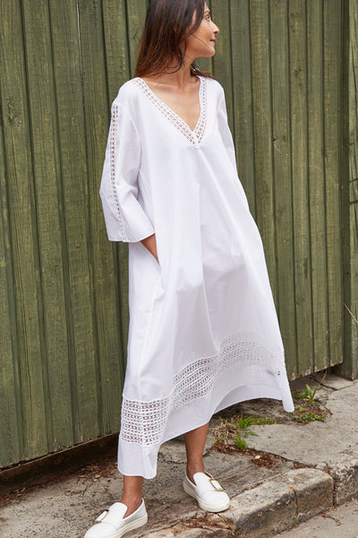 LACE INSERT V KAFTAN-DRESS, WHITE - SAAKI