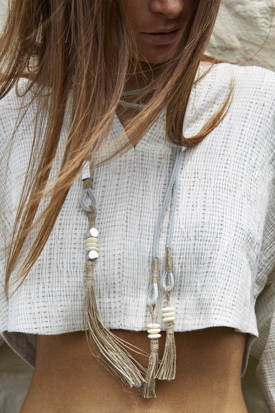 WHITE LEATHER NECKPIECE, STAINLESS STEEL, SHELLS & JUTE TASSELS - SAAKI