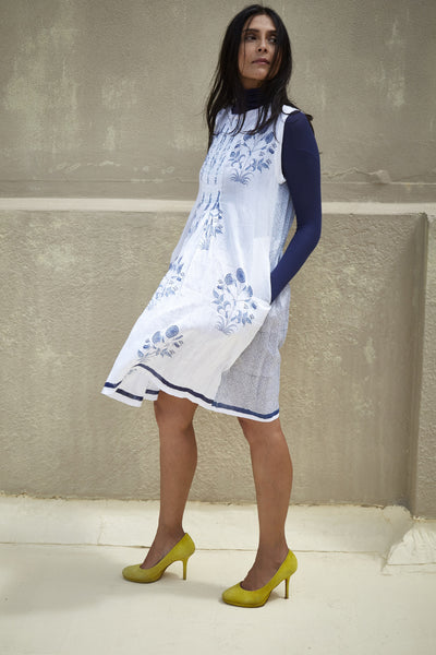 TAGAI BANDI DRESS, WHITE WITH BLUE MUGHAL BLOCK PRINTS - SAAKI