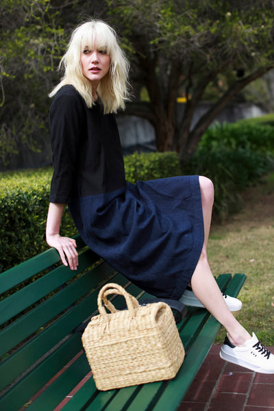 COLOR BLOCK PLEAT DRESS, BLACK // NAVY - SAAKI