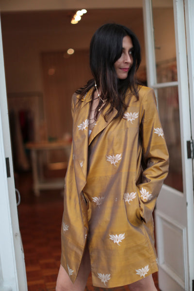 LOTUS SILK BLAZER, GOLD - SAAKI