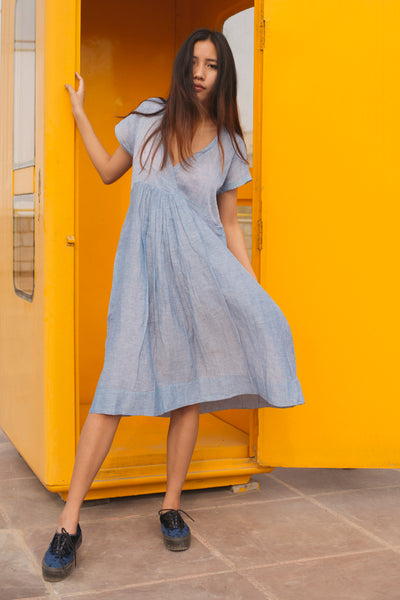 V-NECK RUCHED DRESS, LIGHT BLUE - SAAKI