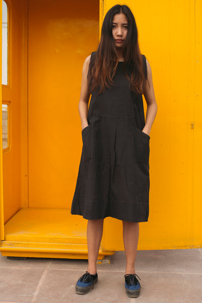 FLARED POCKET DRESS, BLACK - SAAKI