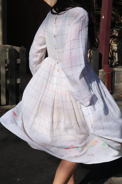 PLEATED BABYDOLL DRESS, WHITE CHECK - SAAKI