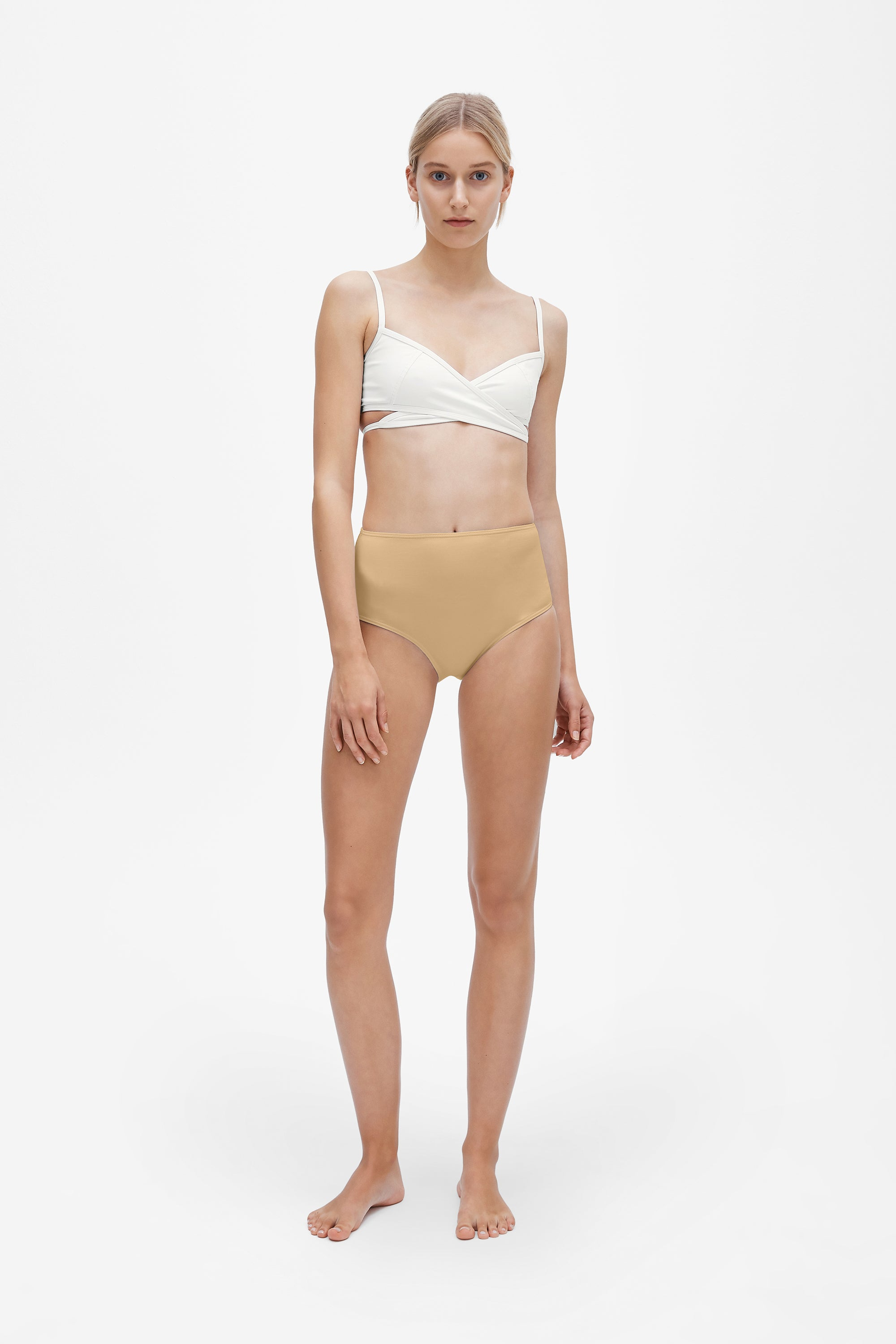 Rei top in Milk white - Brief in Light straw