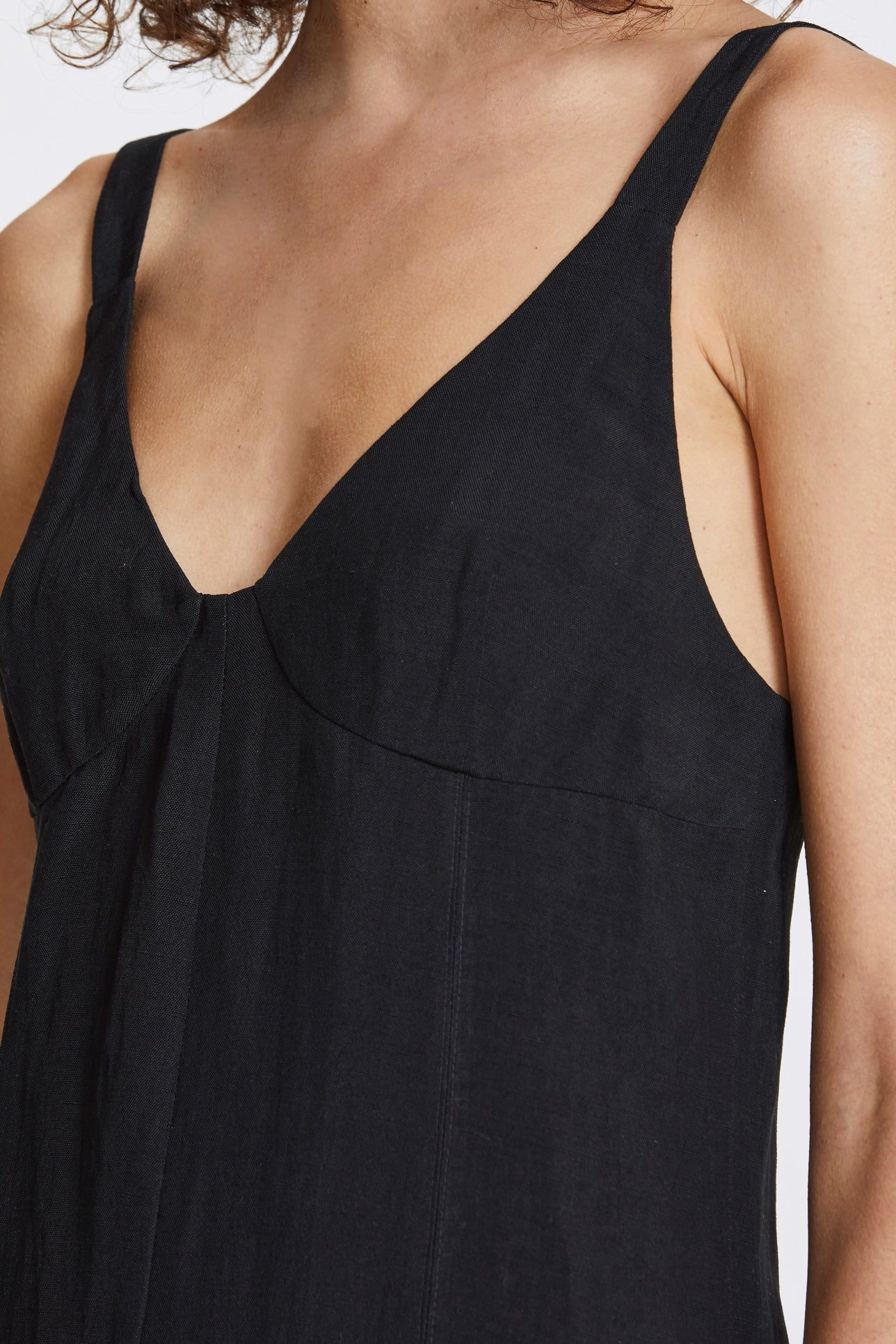 Double vent slip dress - Linen blend - Black - Resortwear dress - Her Line
