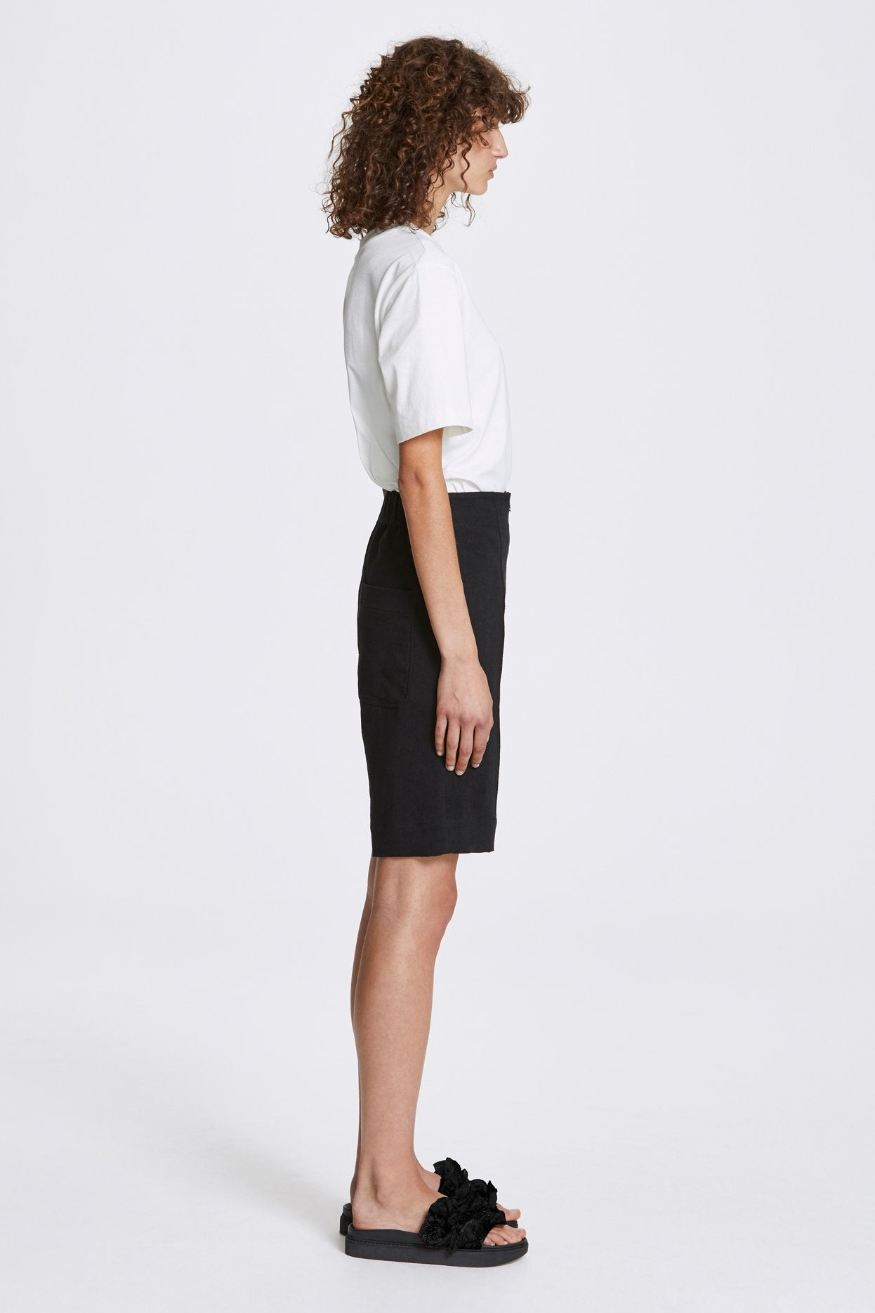 Her Line Exposed Wide Leg Shorts Heavy Linen Black Side