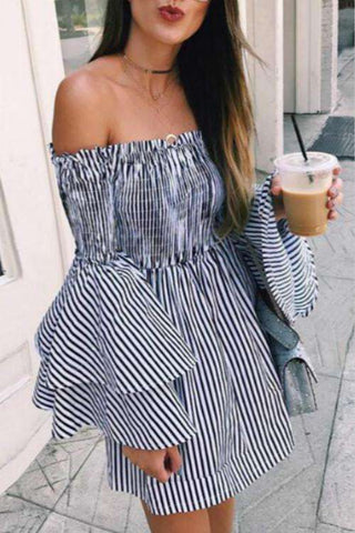 Striped Dicetak Strapless Dua lapis Flare Sleeved Dress
