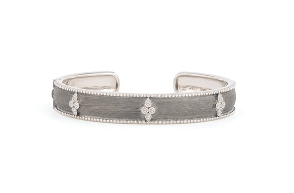 Quatrefoil Bangle