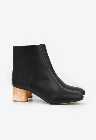 Joan Mule in Black