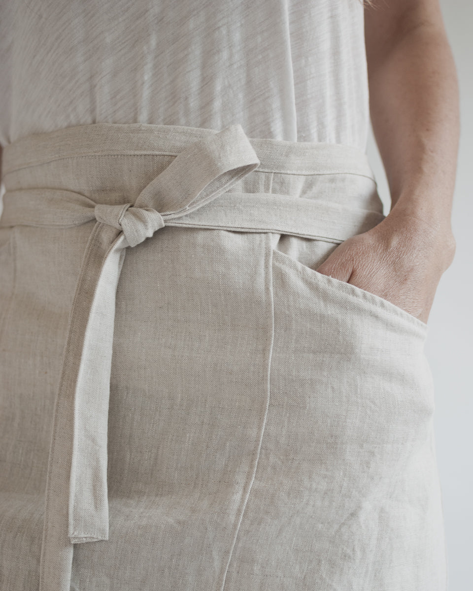 natural linen bistro apron with pockets