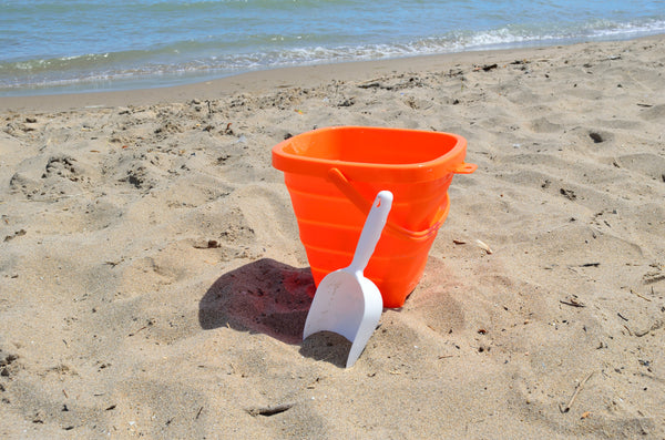 Packable Pails - Starfish Orange Pail with White Shovel - Packable Pails, LLC  - 3