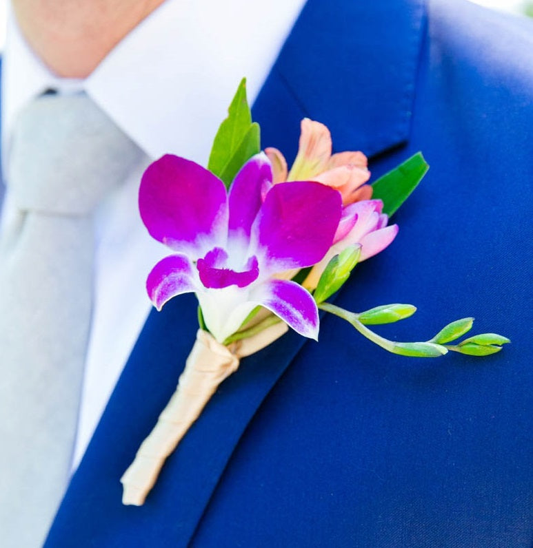 The Groomsman Suit: 2018 Spring Wedding Colors And Boutonniere Flower Ideas For Your Groomsmen