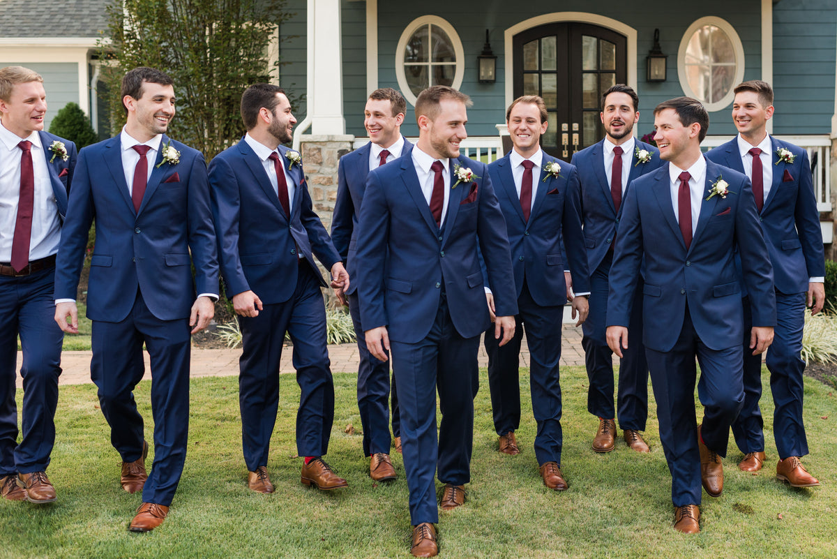 Must-Have Groom and Groomsmen Pictures
