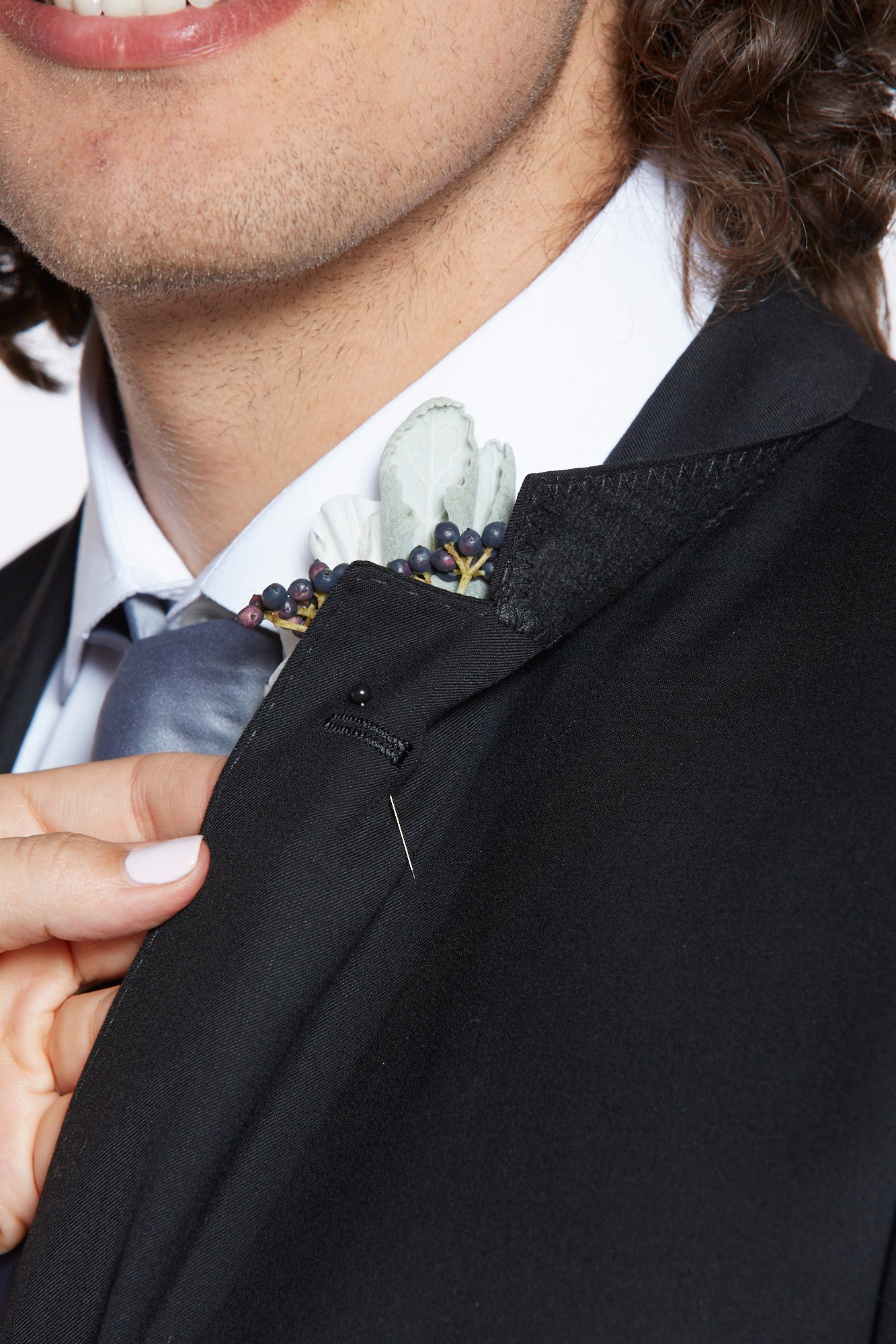 ow to pin a boutonniere_Step Three