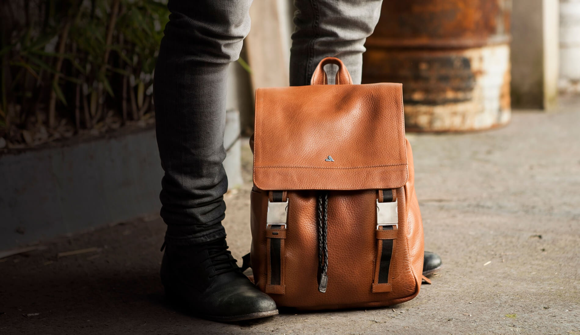 EXPLORE AND DISCOVER LEATHER BACKPACK-VINTAGE STYLE 7a124b032581b