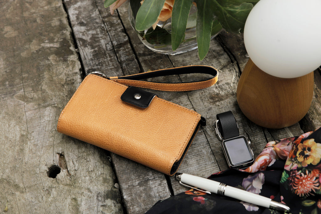 Lola Wristlet Leather wallet for iphone 8