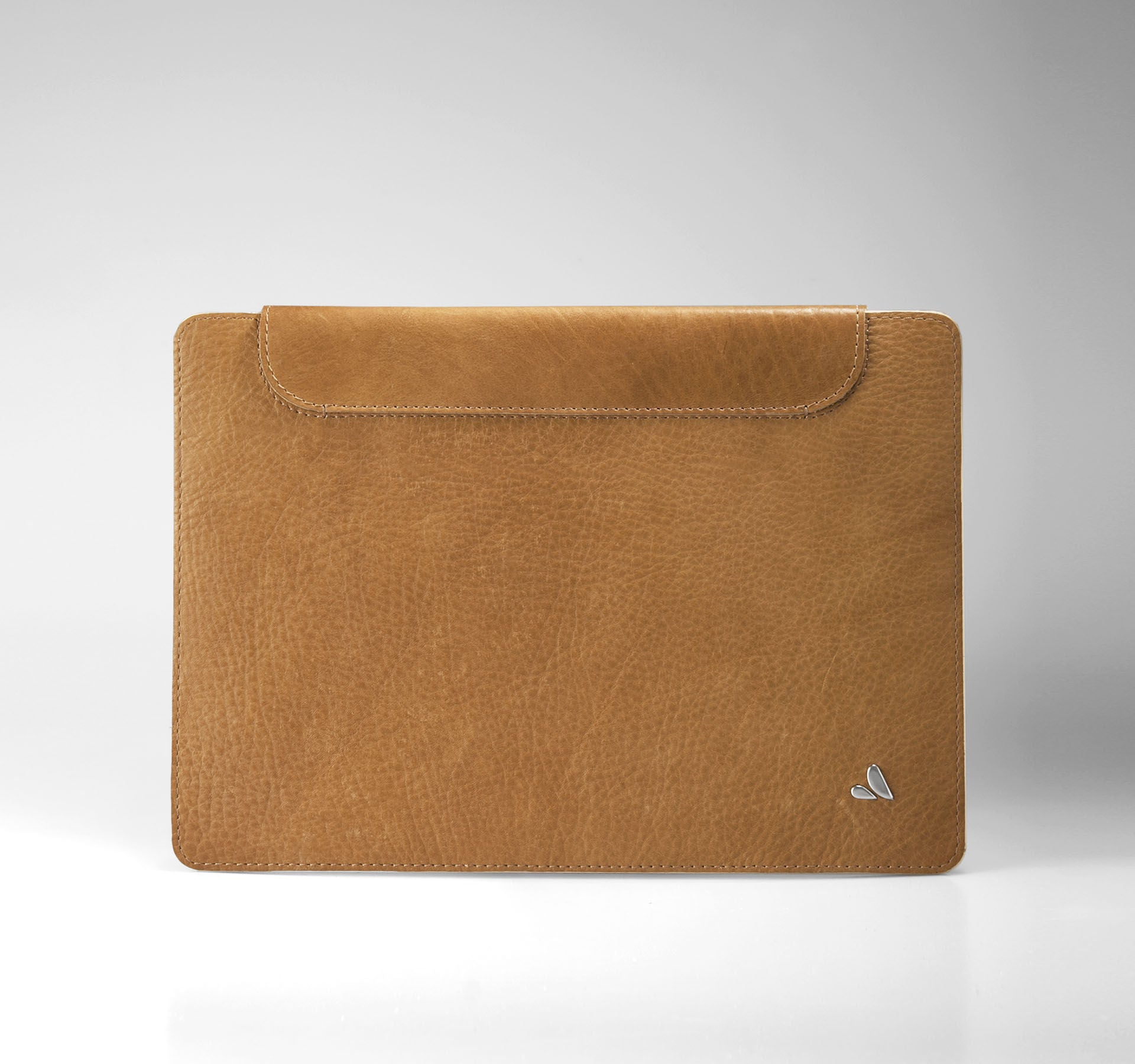 Our all-natural, vegetable-tanned Bridge leather featuring a classic pique pattern adds enhanced texture. The innovative, reusable backing always insures a streamlined fit and will never leave a sticky residue. As one of the slimmest premium leather cases for the MacBook 12'' on the market today, the Leather Wrap Cover is a triumph of tradition and innovation.