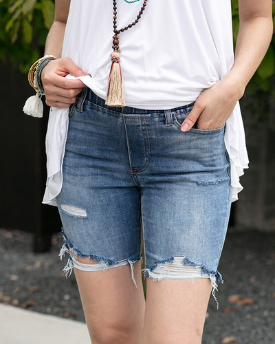 "Grace and Lace 7"" Classic Mid Rise Pull On Shorts - Mid Wash"