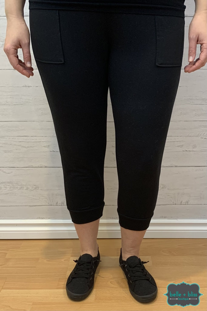 Capri Joggers With Pockets - Black Bottoms