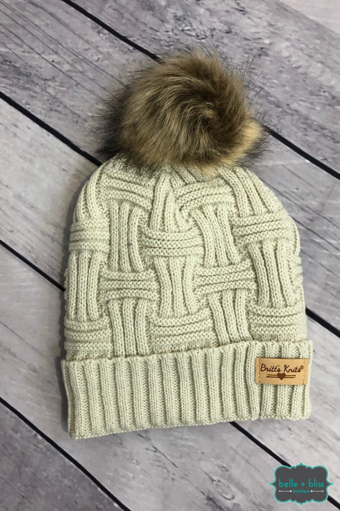 Plush Lined Knit Toque With Faux Fur Pom - Oatmeal Accessories