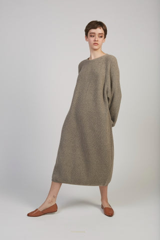 Raglan alpaca sweater dress in oak