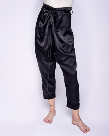 Lola high-waisted silk pants in black