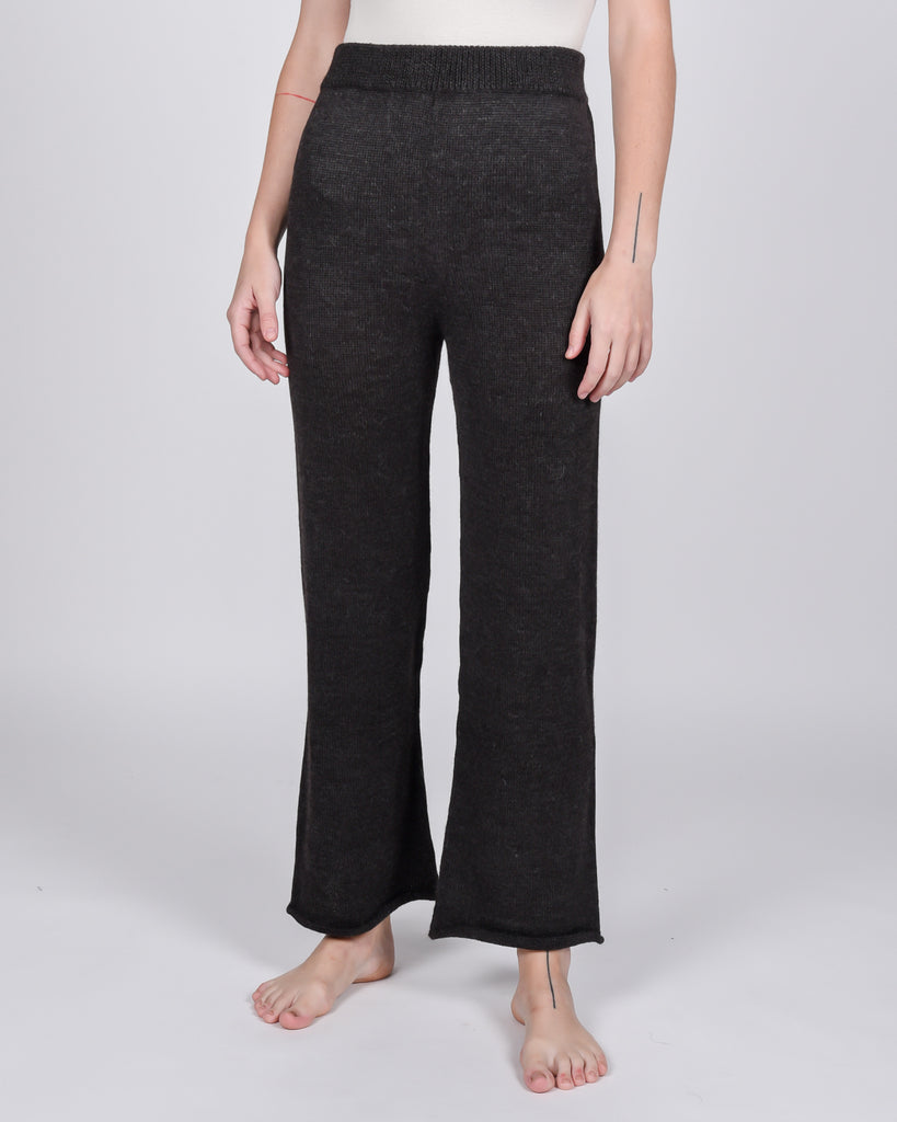 Straight alpaca knit pants in charcoal
