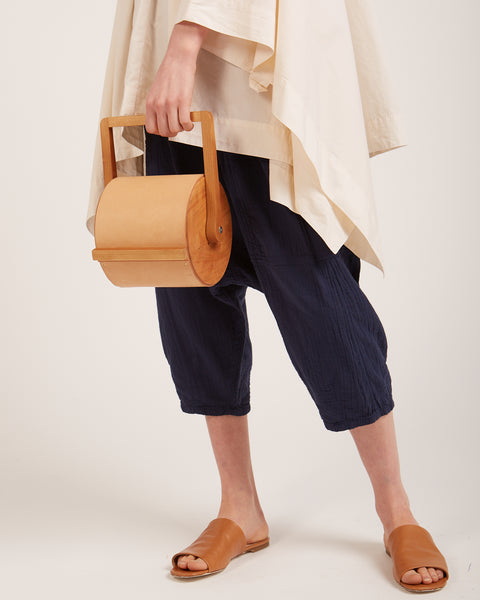 Cylinder bag in nude