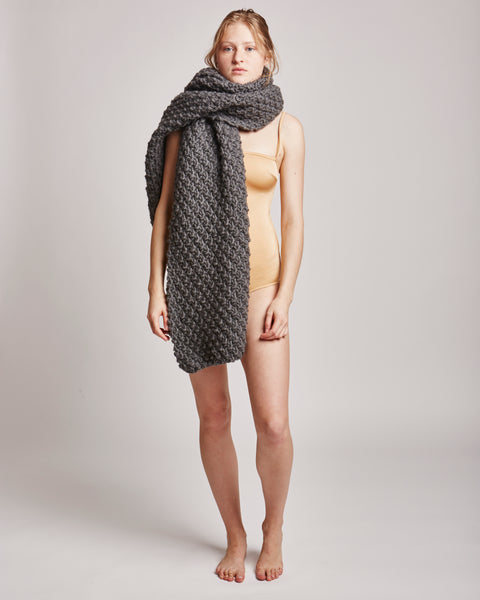 Moss maxi wrap in charcoal