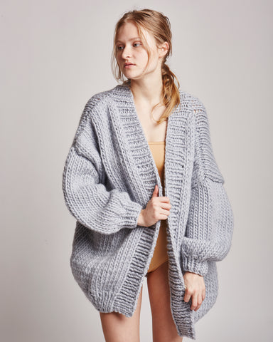 The cardigan in silver