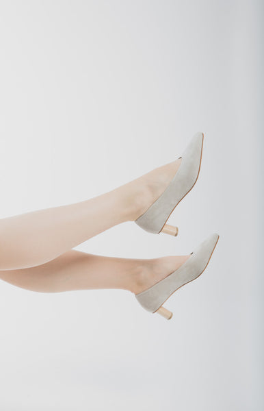 Frida suede in light grey Piedra