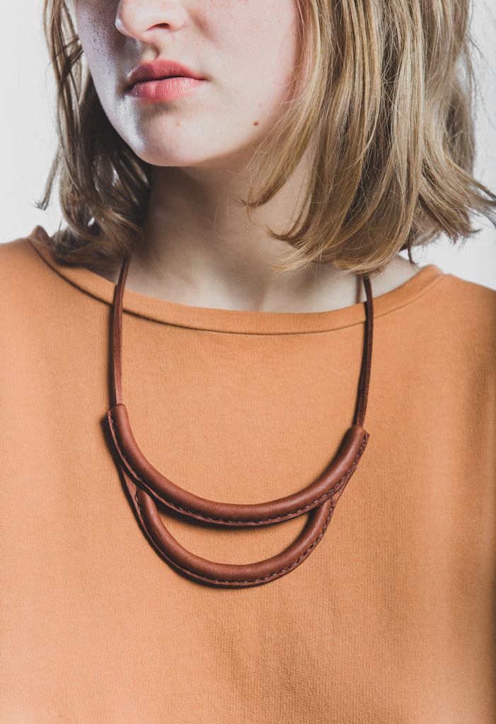 Arc necklace in russet