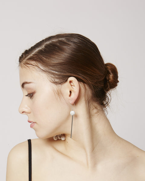 Lea earrings in white & silver