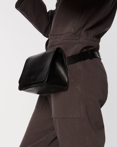 Kidney waist bag in black