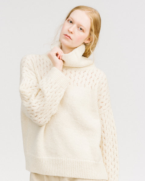 Lace sleeve turtleneck in white