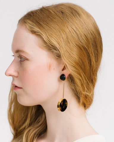 Lhasa earrings in black & tortoise