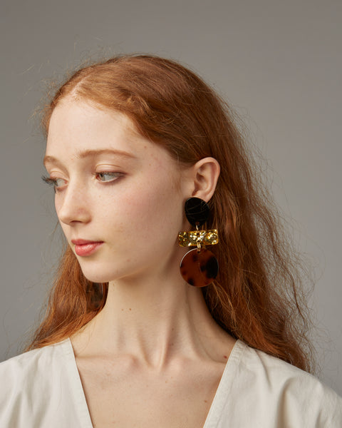 Madeleine Earrings in tortoise