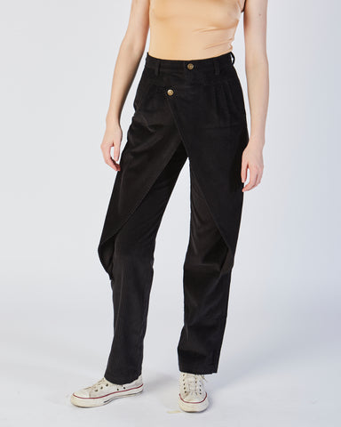 Front flap pants in black corduroy