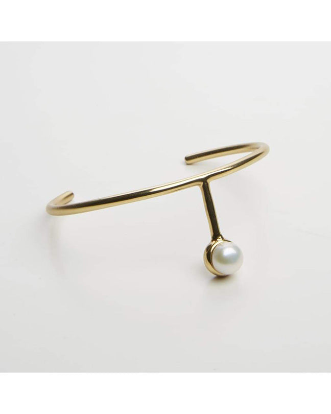 T-shaped cuff bracelet with pearl in gold