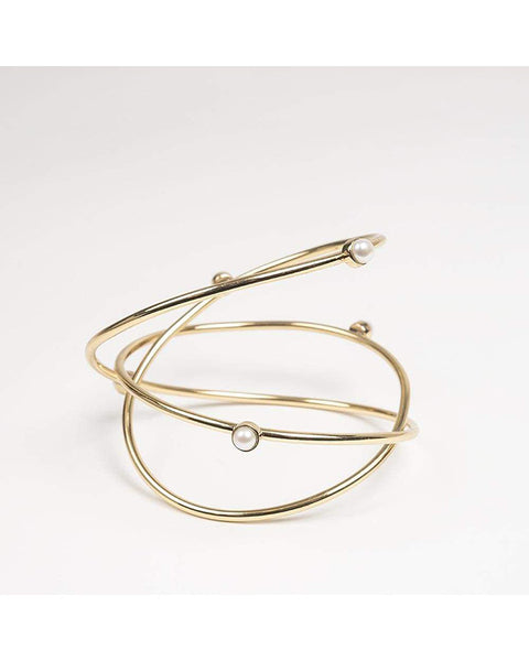 Triple wire bracelet with pearls in gold