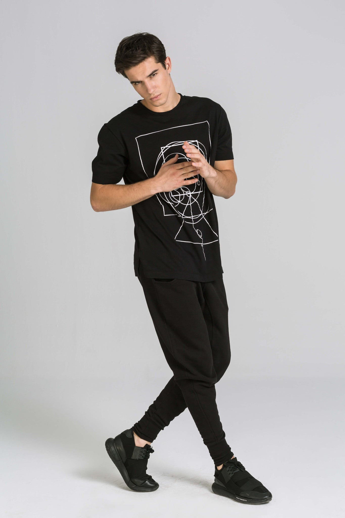 CONNECTION BLACK TEE