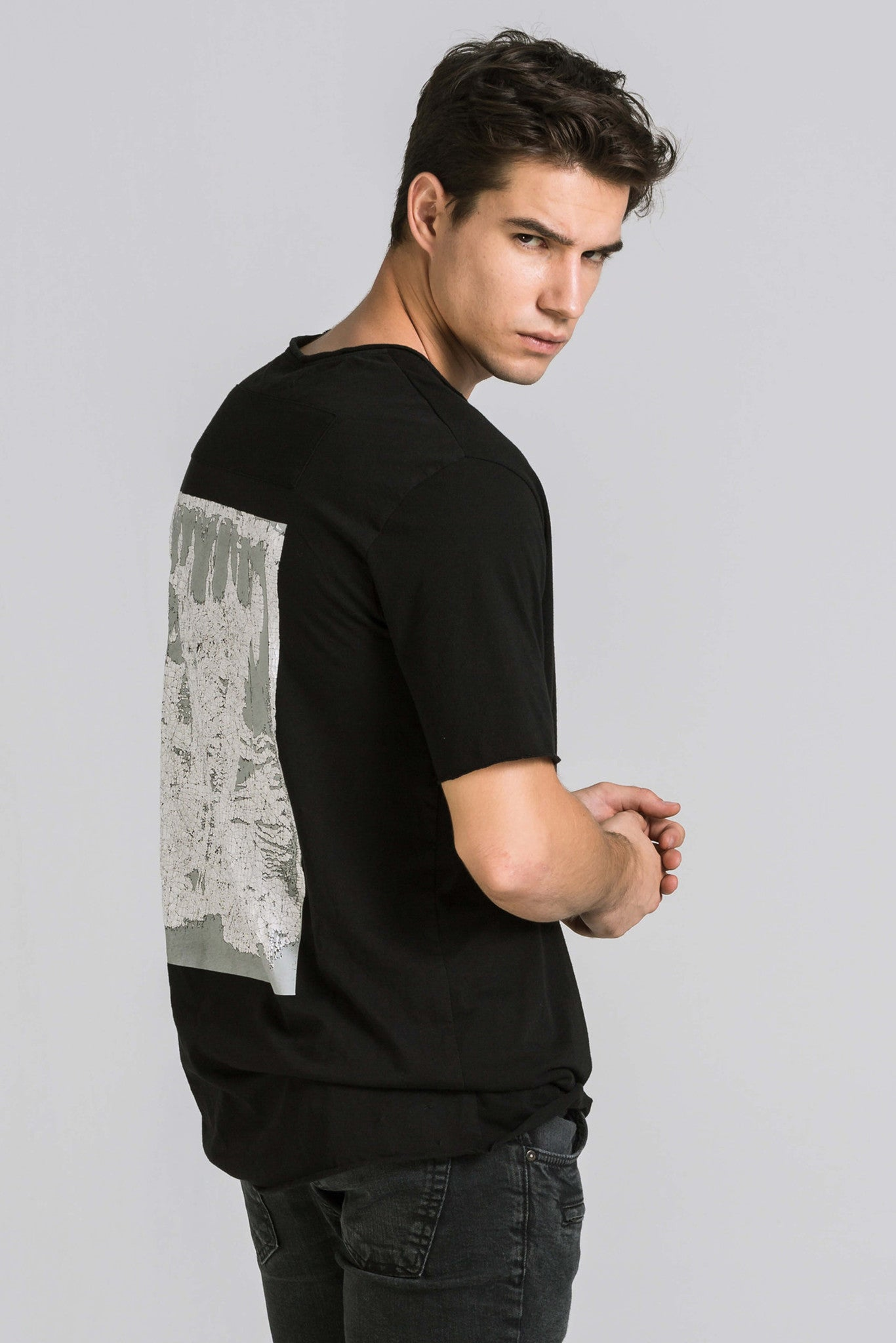 SURFACE BLACK TEE