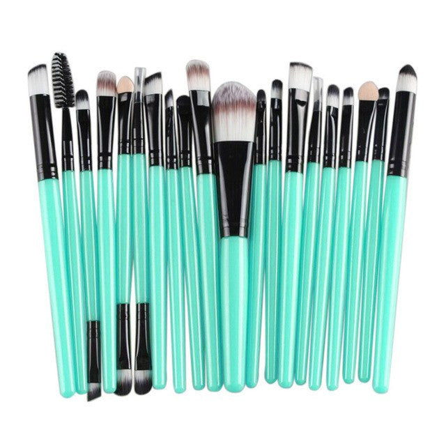 20 Piece Professional Make Up Set. Soft And Extremely Durable!