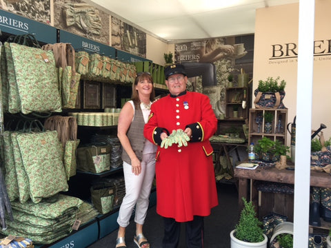 RHS Chelsea 2016 press day celebrity #gluvie a very kind Chelsea pensioner