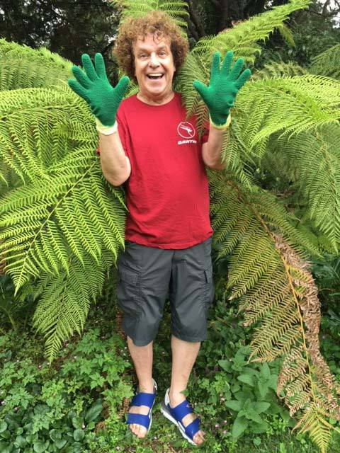 Leo Sayer doing a #gluvie February 2016! Thanks from Jackie and all the Briers team