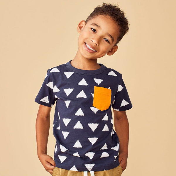 9S22115-I51 Tea Collection Boys Short Sleeve Ikat Triangles Printed Pocket Tee