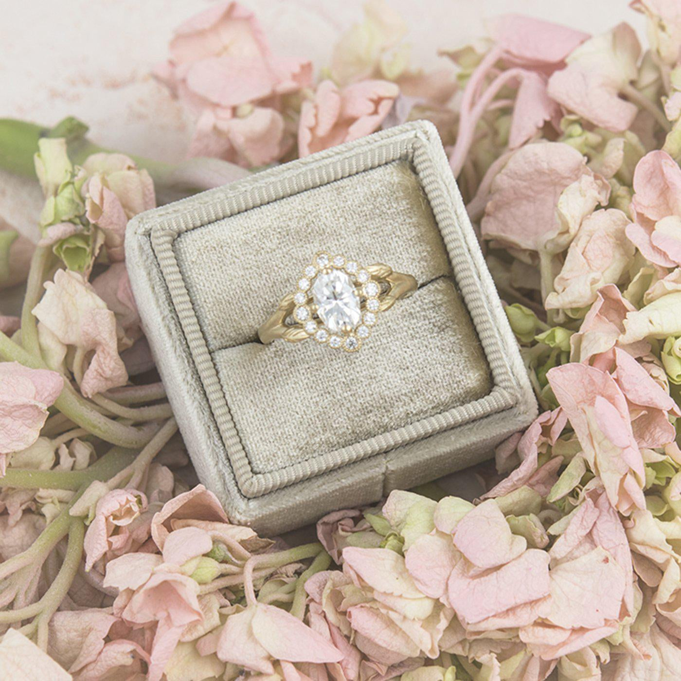 5 things you should know about buying an engagement ring online