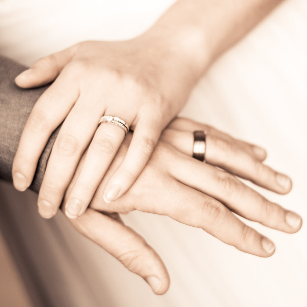 What Hand Wedding Ring.Are You Allergic To Your Wedding Ring Rough Luxe Fine Jewelry