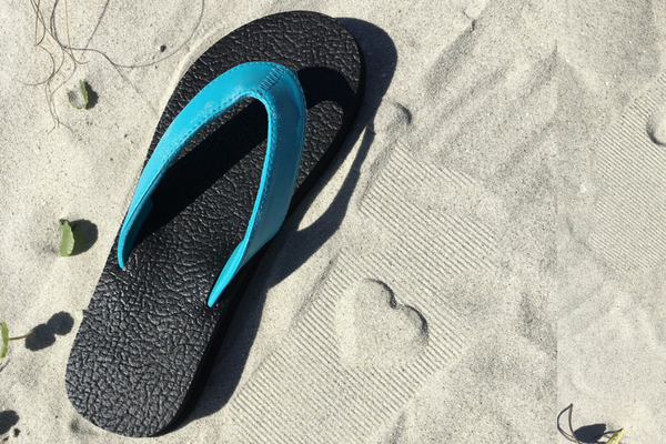 Amor Teal Yoga Mat Flip Flops with Sand Impression